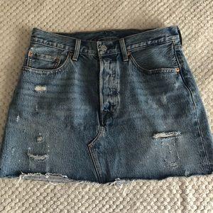 Levi's distressed denim skirt size 28